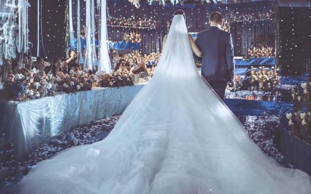 高级感的少女婚纱 设计师运用轻盈纱幔