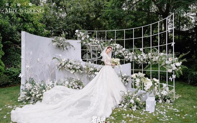 《繁花》——清新森系白绿色调户外草坪婚礼