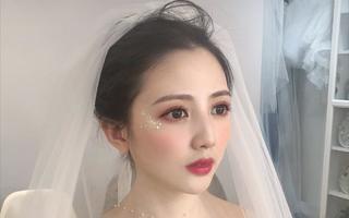 Lucky  婚纱跟妆工作室