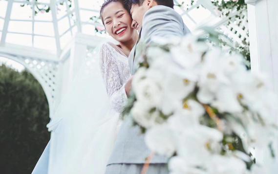 三亚户外海边婚礼视频妆造加摄像加司仪免费后期剪辑