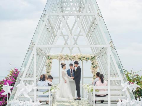五星级酒店两晚+布置+四大金刚+水晶礼堂婚礼