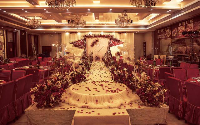 红金色系轻奢大气浪漫婚礼送婚纱礼服