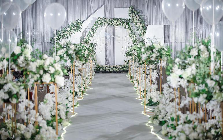 【一价全包】婚礼策划+四大金刚+婚礼服装