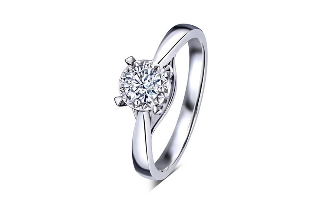 婚嫁系列光影密语18K金钻石戒指 车花款