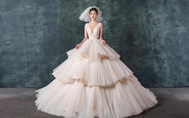 【雅诗·妮菲娅】品牌婚纱12件套