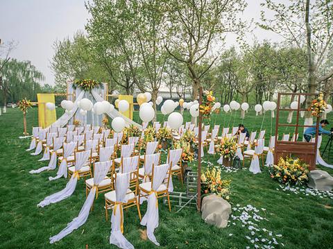 户外橙白色系可爱型小型婚礼