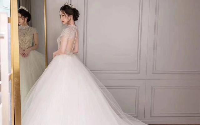 @琳之侣@今年超流行拖尾款婚纱,适合大多数新娘