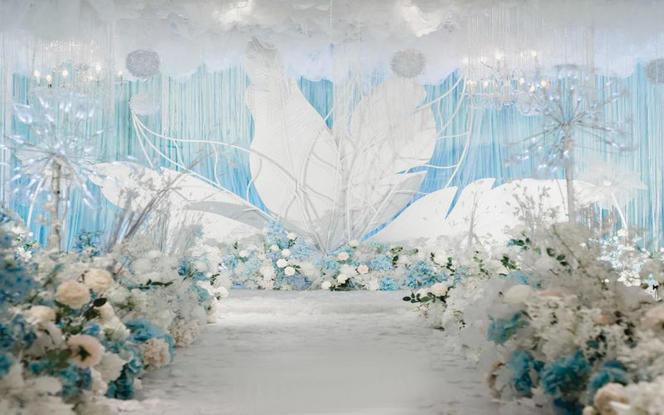 意匠婚礼策划-淡蓝色梦幻婚礼舞台飘顶布置