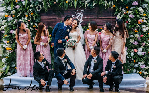 竖条纹双排扣婚礼庄重场合首选-草坪婚礼