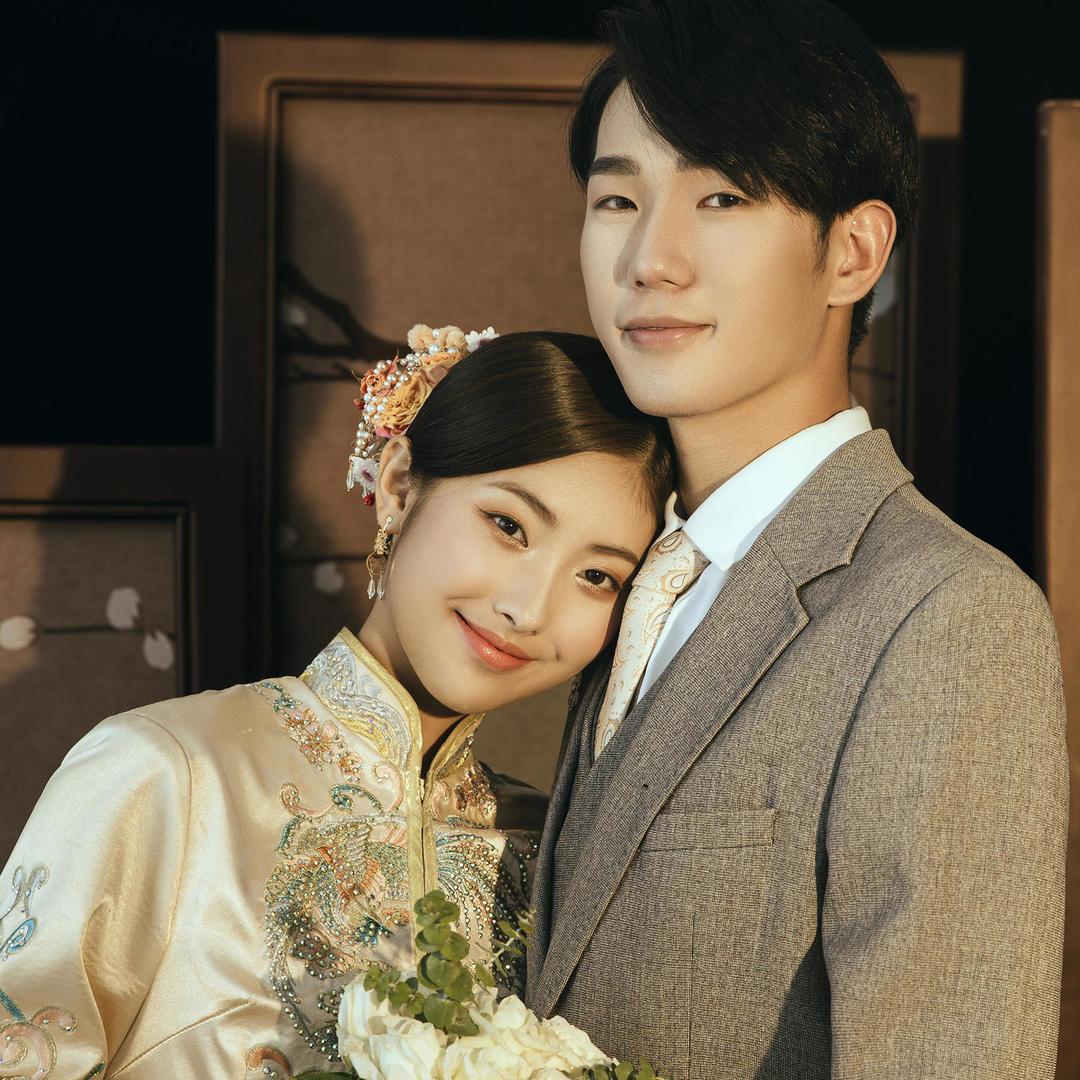 总监拍摄5套服装+新娘跟妆、婚纱、秀禾、敬酒服