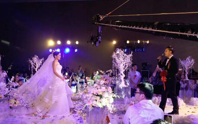 雅诗·妮菲娅 品牌婚纱婚礼花絮