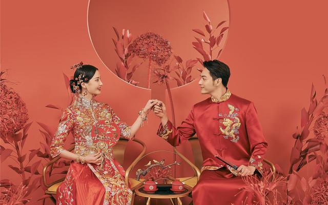 中式婚纱照喜庆而正式