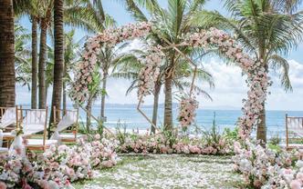 一价全包婚礼布置场地摄影摄像跟妆主持婚纱礼服等