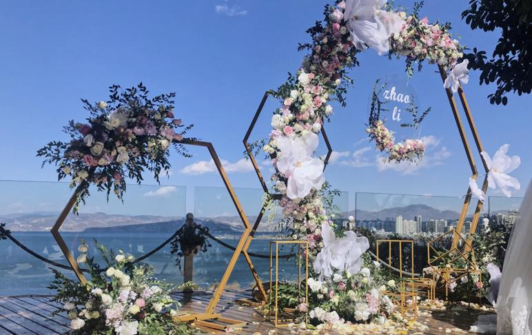 浪漫洱海梦幻婚礼《花与海》