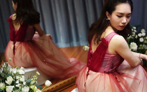 【特惠租赁】单租微商晚会、年会礼服+妆容