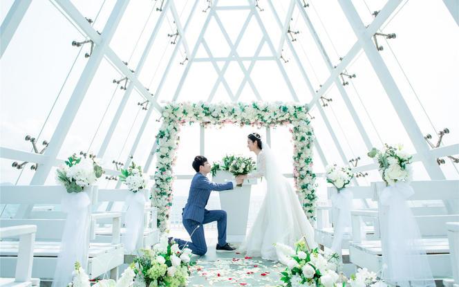 三亚滨海水晶礼堂婚礼9999元活动钜惠