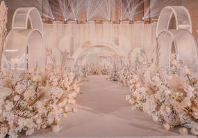 香槟粉的婚礼现场《鹊桥会》