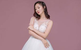 【人气甄选】7套婚纱礼服+资深化妆师全程跟妆