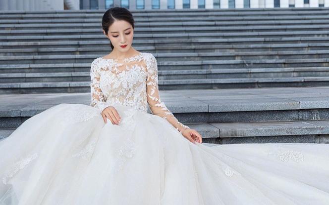 【超值租赁】简约长袖蕾丝拖尾婚纱