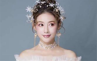 【榜单热销】新娘跟妆+婚纱礼服套餐