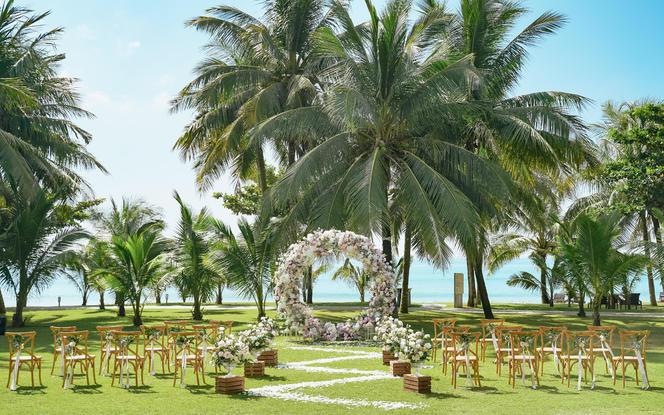 20人海边椰林草坪+海景婚房+婚礼策划一站式服务