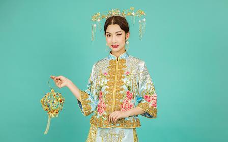 冰蓝色镶钻刺绣传统中式刺绣女士秀禾