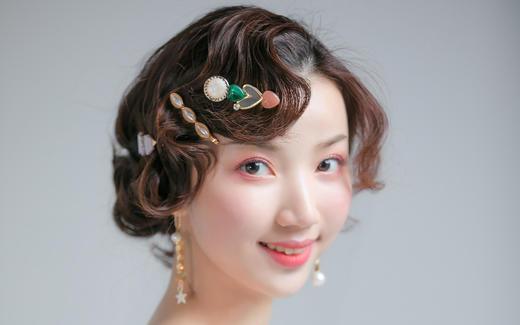首席化妆师案例--复古手推波纹打造可爱气质