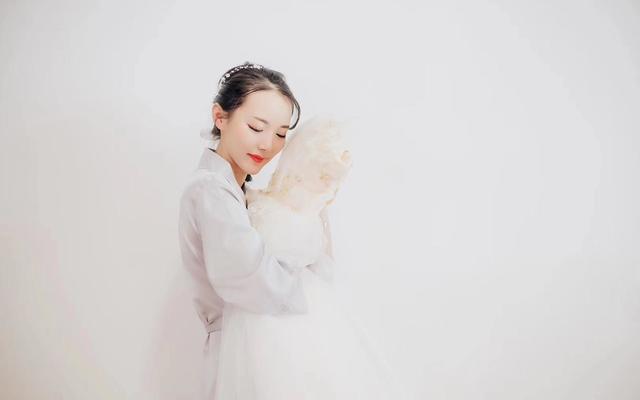 【女神必选】租婚纱高级/资深/总监档早妆跟妆免费