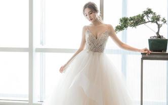 【人气租赁】Levy婚纱4件套 享免租婚宴妈妈装