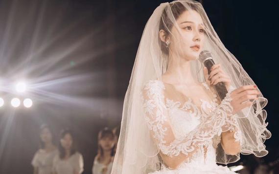 全场服装任选设计师定制款系列婚纱+高级跟妆