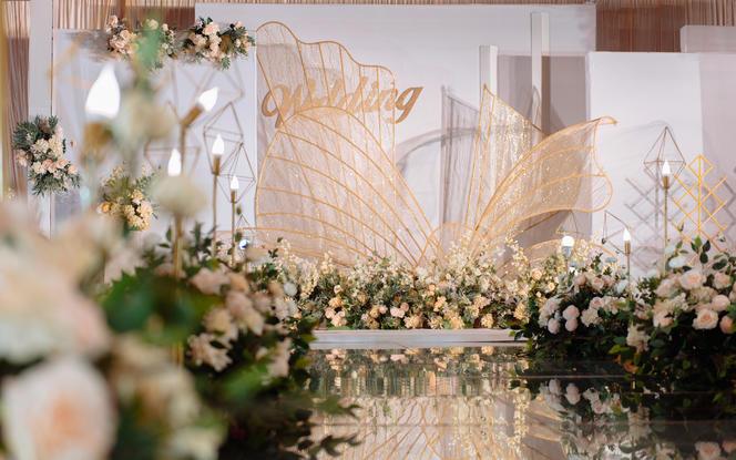 (皇冠假日)香槟白韩式婚礼场景