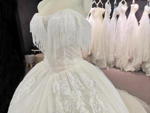 高端大拖尾婚纱+中式礼服+新郎西装+高档头纱