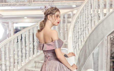 粉紫色亮片一字领拖尾婚纱/礼服