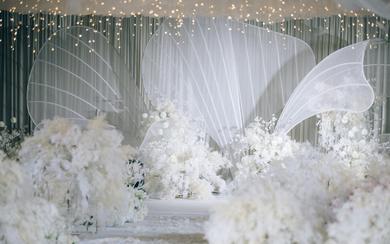 大型白色花瓣西式主题婚礼