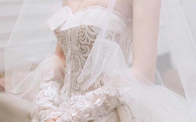 新娘仪式抹胸蕾丝拖尾婚纱