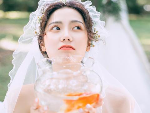 【爆款】森系小清新婚纱照+8服8造送微电影