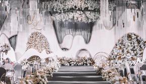 【花艺设计效果满分】简约高端波浪线条白金色系婚礼