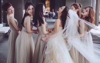 【万众一心 为爱必胜】特价婚纱5件套+全天跟妆