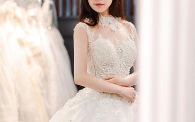 主纱 仪式纱丨复古高领奢华手工钉珠齐地婚纱