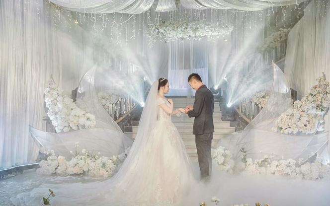【女神必选】总监档全程跟妆+新娘2套+亲友妆