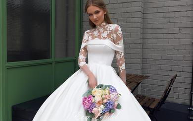 【熊小里 】长袖蕾丝缎面拼接婚纱