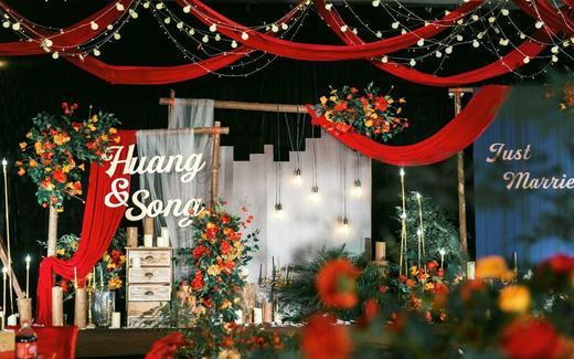 红黑色森系婚礼——去奔赴一场爱的盛事