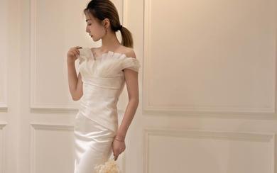 简洁大方--绸缎鱼尾婚纱