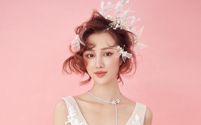 【女王奢享】导师团队跟妆+3套明星婚纱+全场任选