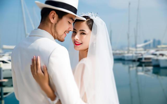 海边晴空万里的婚纱照 让你的婚纱照更加高大上