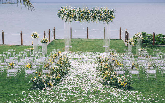 海边草坪婚礼 | 黄色森系小清新