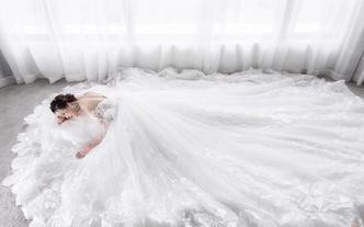 【黛莉露丝】时尚拖尾婚纱套系+首席化妆师新娘跟妆