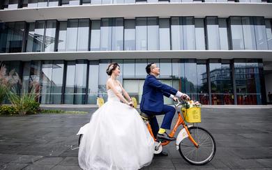 拾间婚礼摄影-西装革履 一袭白纱 笑颜目视与你