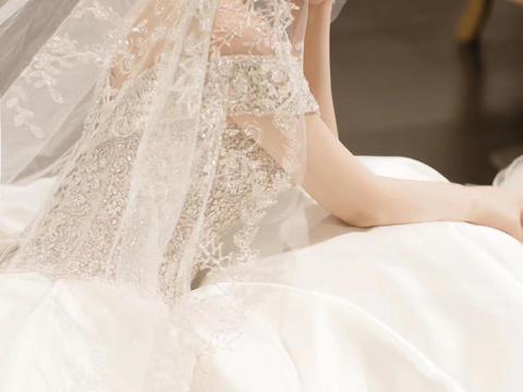 缎面一字肩 超大拖尾婚纱