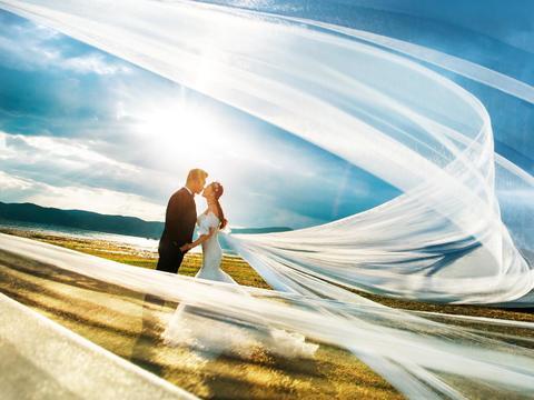 订婚纱照即送680元婚礼跟妆,送男士西装免租